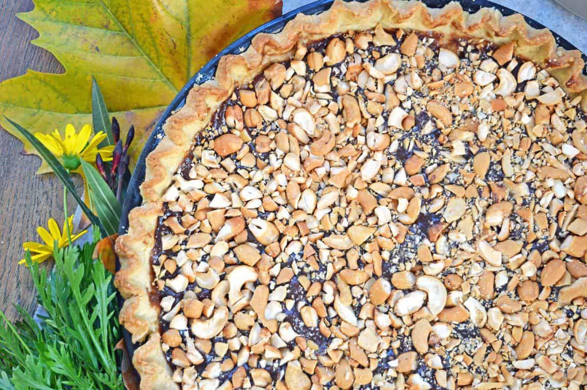 salted vegan caramel pie with cashews