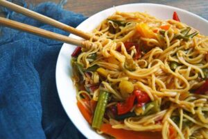 Vegetables stirfried with noodles