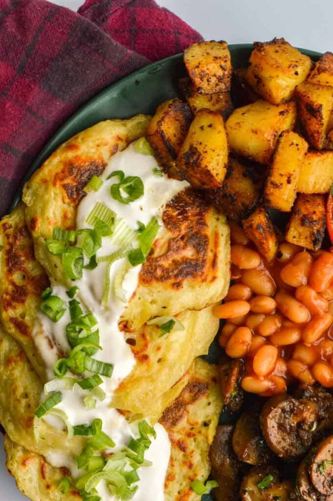 A full Irish breakfast with potato pancakes, beans and mushrooms